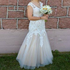 Dresses & Skirts - Wedding dress/prom gown